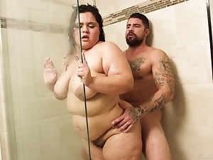 Sexy heavyweight Karla Lane gets her cunt nailed fro the shower
